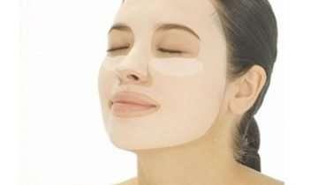 La maschera viso in tessuto o sheet mask