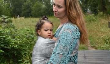 Il babywearing in aiuto di una mamma